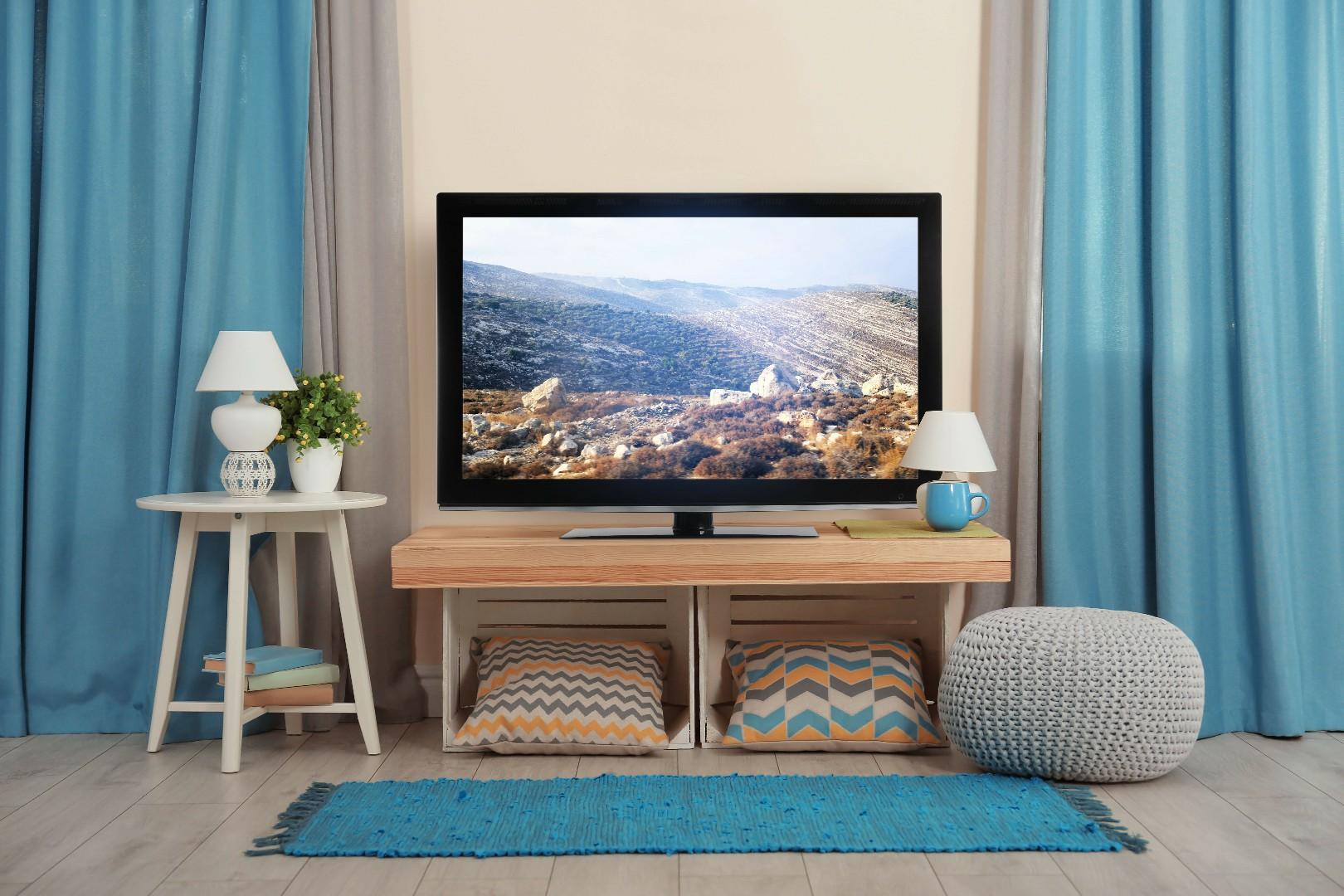 A Quelle Hauteur Mettre Une Tele Au Mur comment poser sa télé? ( fixée au mur ou sur un meuble tv